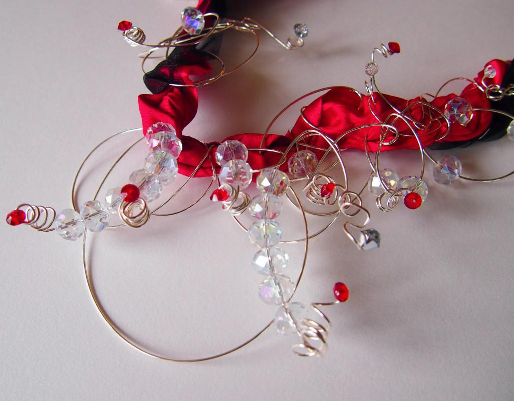ogrlica crvena svila
